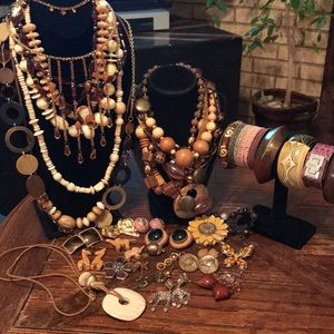 Lot of earth tone jewelry (43 pieces)